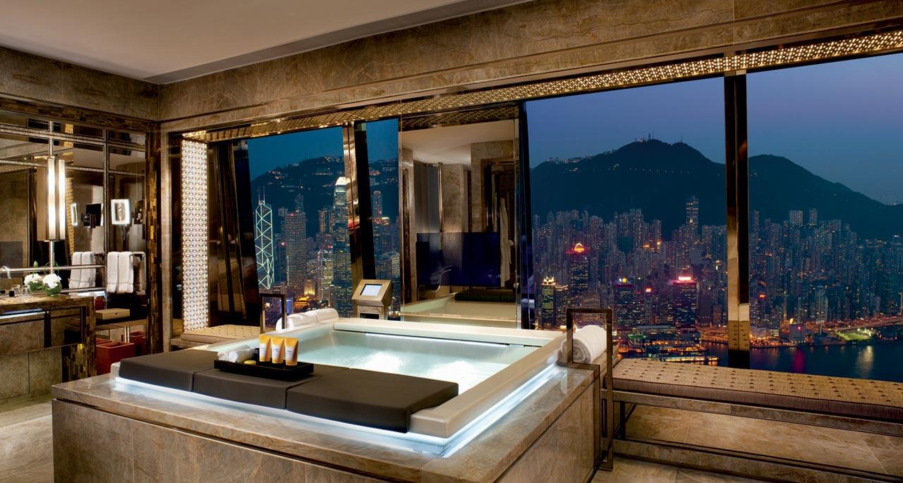Desain kamar mandi di The Ritz-Carlton, Hong Kong - source: gogoo-tour.com
