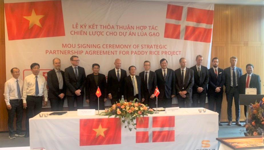 3. Ảnh lưu niệm giữa lãnh đạo Sao Mai Group và lãnh đạo SKIOLD (Đan Mạch)