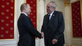 Президент Чехии Милош Земан поддерживает теплые отношения с Владимиром Путиным