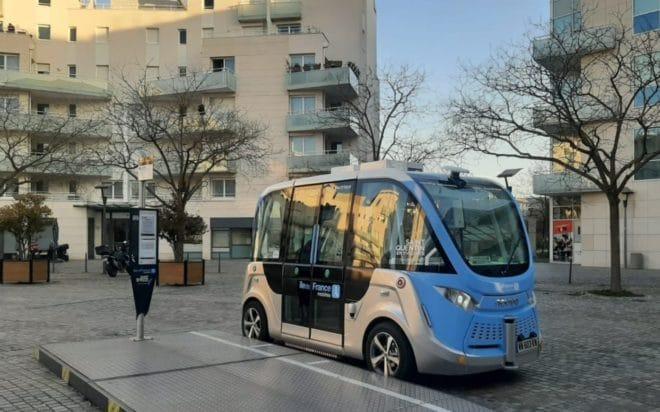 Serviço de ônibus autônomo funcionará, de forma experimental e gratuita, até junho de 2022. (Fonte: Navya/Reprodução)