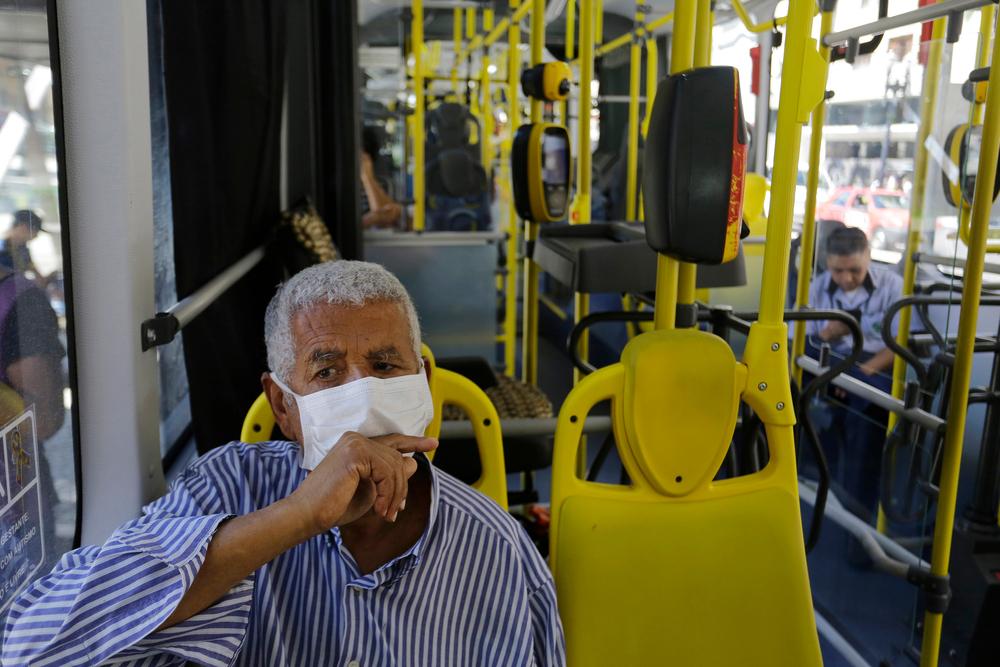 Neste mês, a cidade de São Paulo encerrou a política de isenção a idosos no transporte coletivo da cidade. (Fonte: Shutterstock/Nelson Antoine/reprodução)