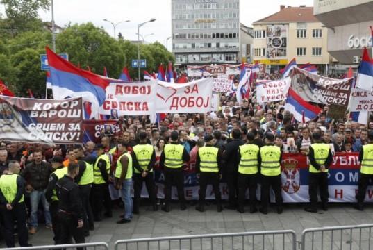 http://tntportal.ba/wp-content/uploads/2016/05/protesti-u-Banja-luci-537x360.jpg