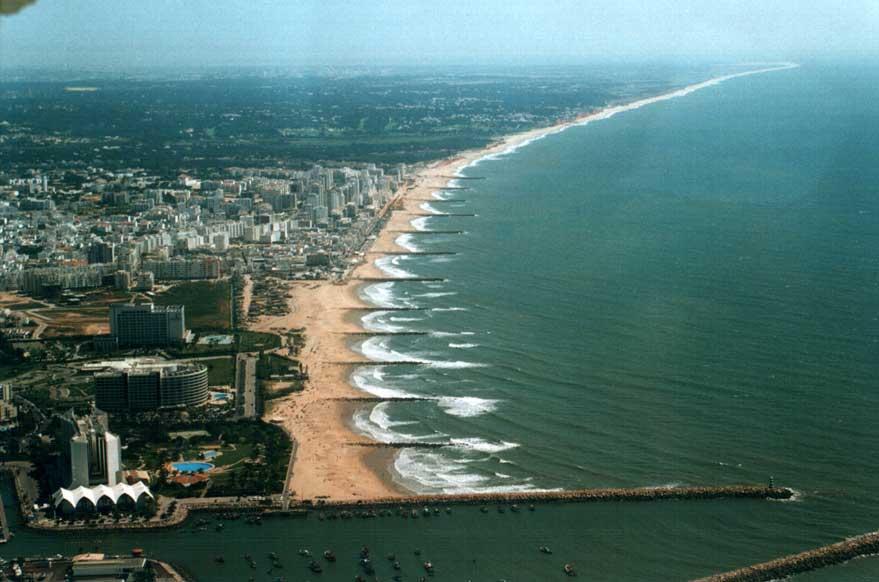 http://www.travel-in-portugal.com/photos/data/media/4/beach_groynes.jpg