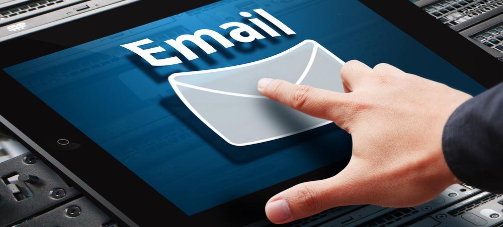 Gửi Email cho khách hàng
