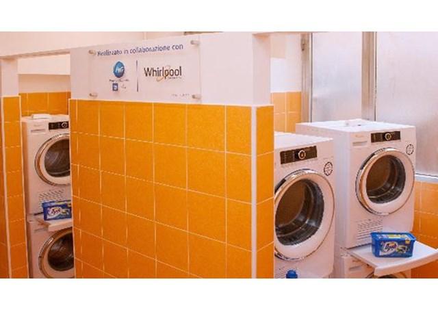 Tiệm giặt ủi của Đức Thánh Cha Phanxico cho người nghèo mở cửa ở Roma