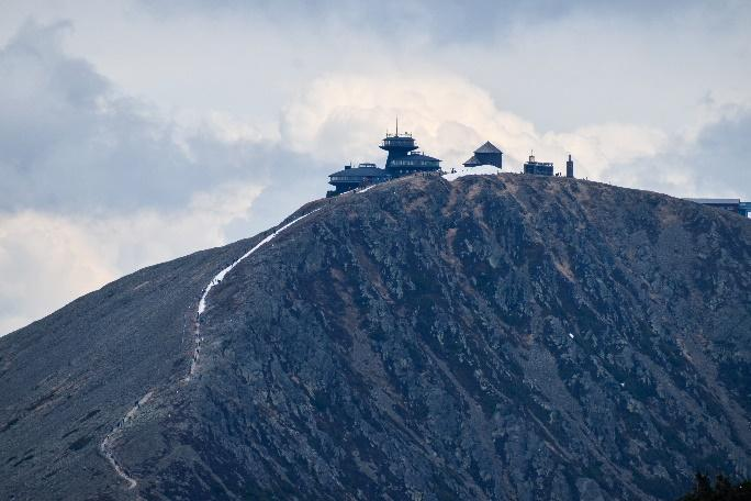 Obsah obrázku hora, exteriér, obloha, příroda  Popis byl vytvořen automaticky