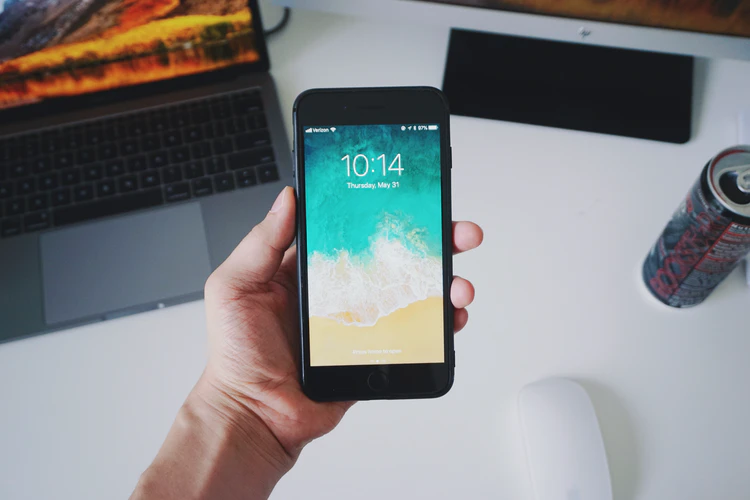 Here's the proper way to disinfect your phone
