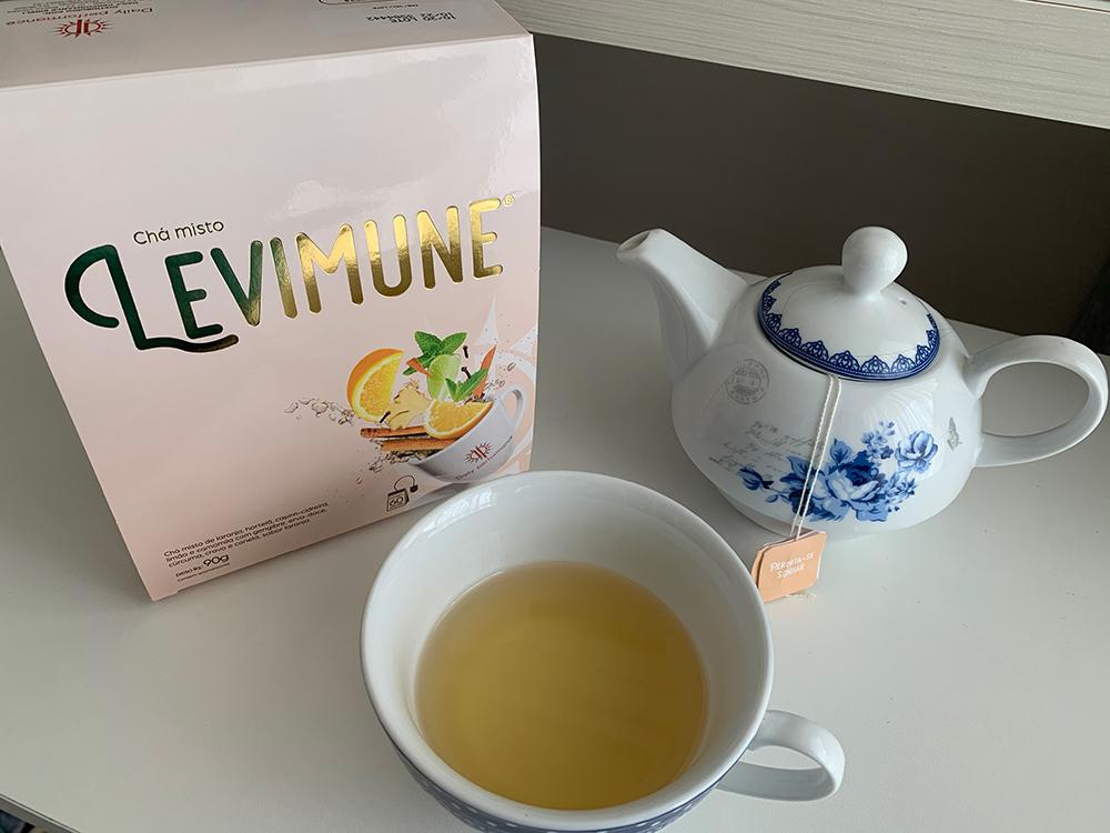 caixa Chá levimune com servido em xícara e chaleira