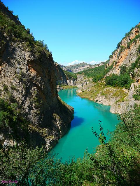 El Congost de Mont-Rebei es un paraje que forma parte de un paraje que se localiza entre las provincias de Huesca y de Lérida, entre las comarcas de la Ribagorza y el Pallars Jussà. Está constituido en la parte mas estrecha por donde el rio Noguera Ribagorzana atraviesa la Sierra de Monstsec. Foto: Mertixell Durán.