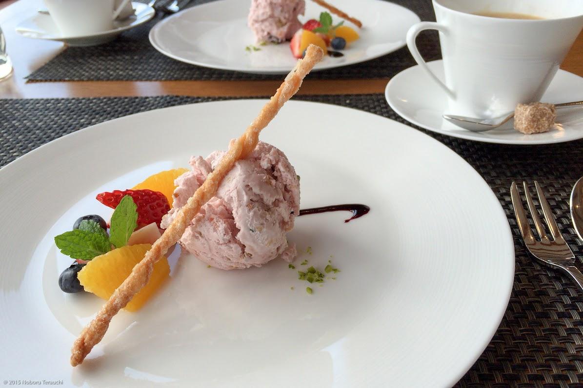 珈琲&デザート:桜風味のグラッセ(ドライフルーツ入り)、ビスタチオ、カスカップソースがけ、オレンジ、イチゴ、ブルーベリー