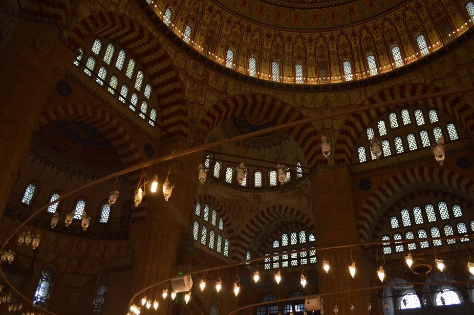 建物, 天井, 室内 が含まれている画像  自動的に生成された説明