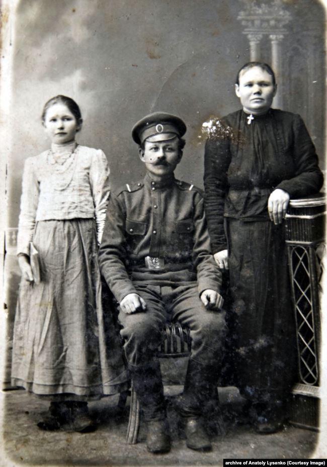 Андрій Лисенко з родиною. Село Власівка Кегечівского району Харківської області