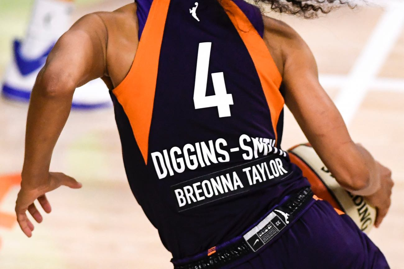 PALMETTO, FLORIDA - AUGUST 10: Detailed view of the rear of the jersey of Skylar Diggins-Smith #4 of the Phoenix Mercury stating the name of Breonna Taylor during the fourth quarter against the Dallas Wings at Feld Entertainment Center on August 10, 2020 in Palmetto, Florida. (Photo by Douglas P. DeFelice/Getty Images)