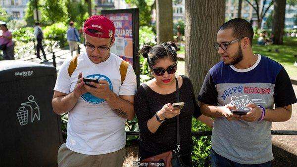 Социальные сети имитируют вознаграждение подобно играм, что делает их более привлекательными. Фото: Getty Images