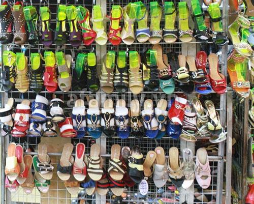 Cần phải có một khu trưng bày giày dép thật bắt mắt