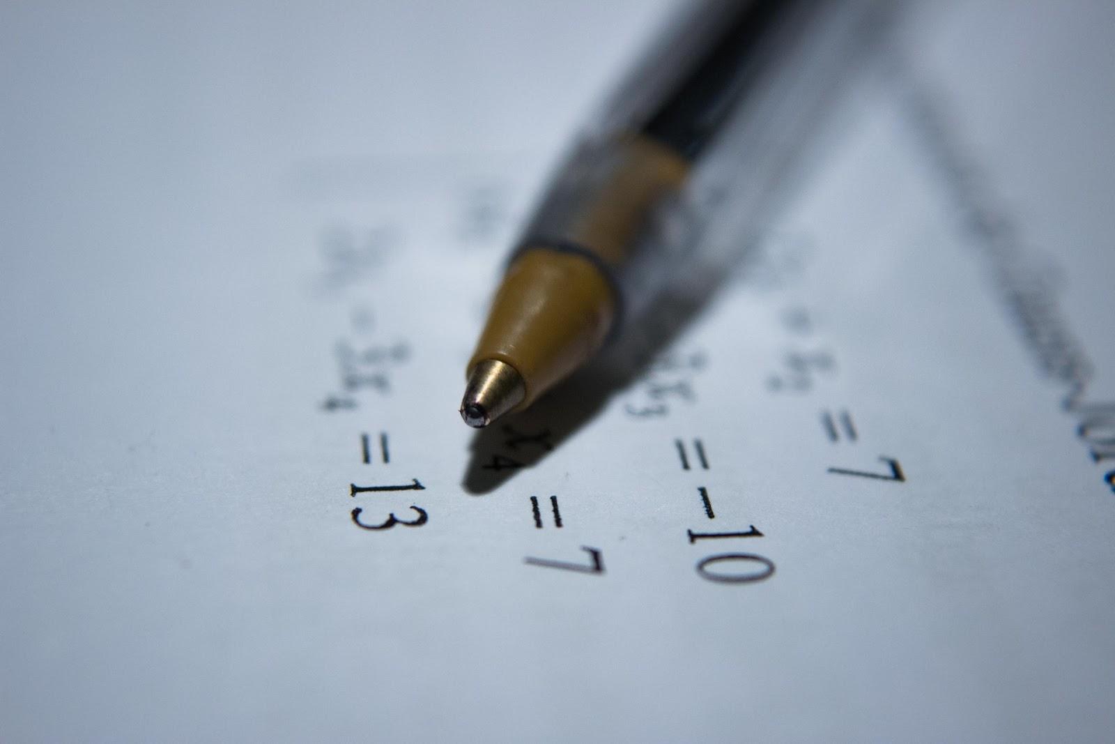 A graduação em matemática vai muito além dos números e da álgebra que vemos na escola (Imagem: Antoine Dautry/Unsplash)