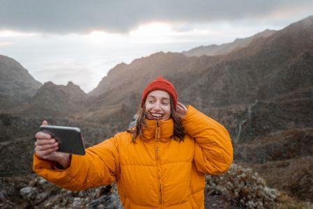 A képen kültéri, hegy, égbolt, személy látható  Automatikusan generált leírás