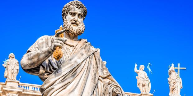 Trong số266 giáo hoàng ngồi trên Ngai tòa Phê-rô, có bao nhiêu vị đã được phong thánh?