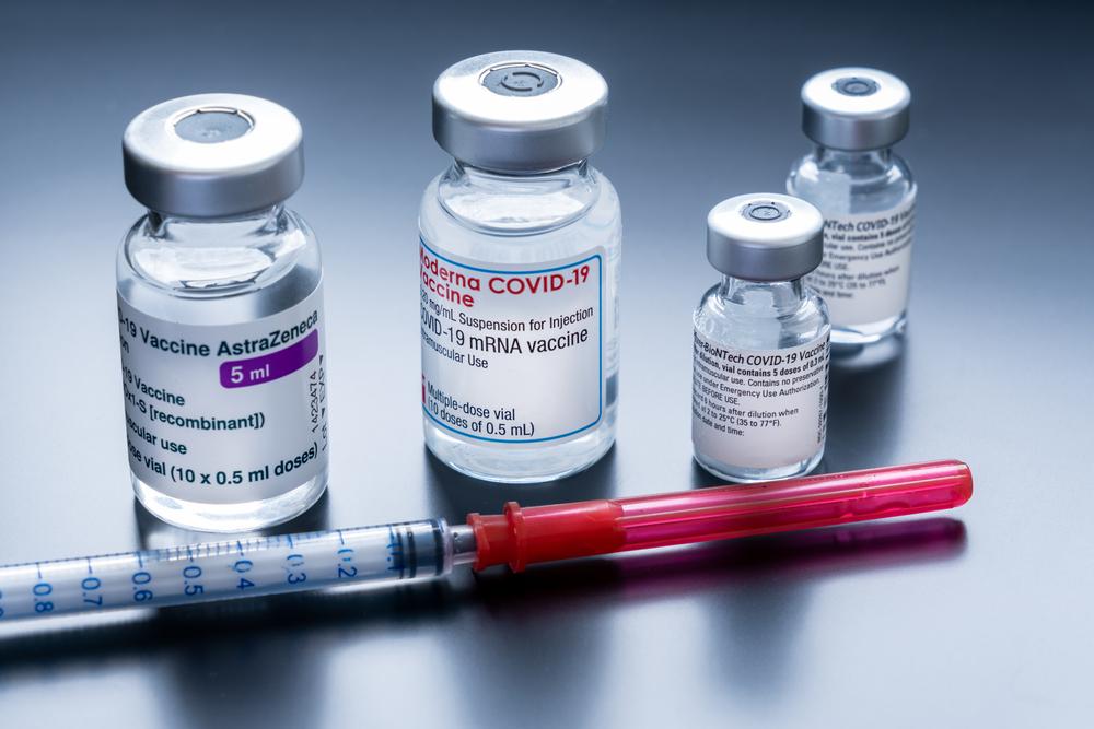O Ministério da Saúde espera contratar quase 700 milhões de doses de vacina contra a covid-19 de seis fornecedores diferentes. (Fonte: Shutterstock/Marc Bruxelle/Reprodução)