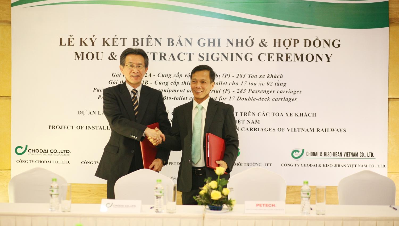 (Ông Akinori Ido- Giám đốc Bộ phận phát triển kinh doanh Chodai Co., Ltd. và Ông Phan Trí Dũng- Chủ tịch HĐQT Công ty CP Khoa học Công nghệ Petech)