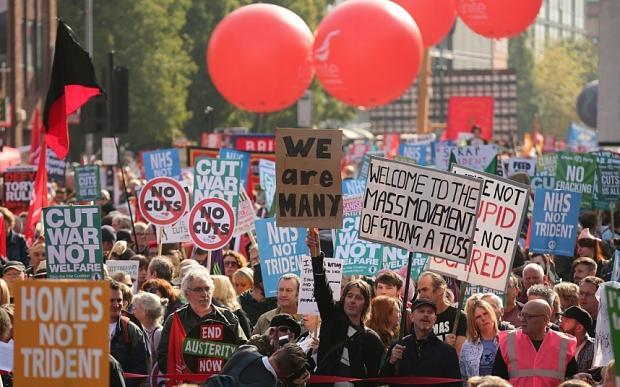 Анти-жесткой экономии протестующие в Манчестере на первый день конференции Консервативной