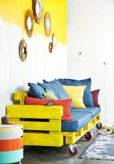 Вариант дивана из паллет для детской комнаты
