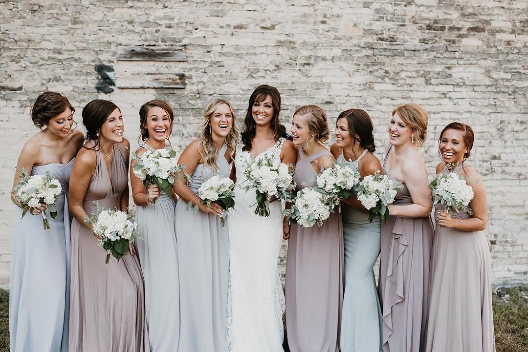 choosing bridesmaids dresses mismatched color scheme
