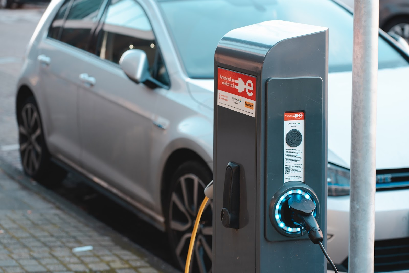 Baterias precisam de um significativo avanço tecnológico para que os carros elétricos se tornem a maioria no planeta. (Unsplash/Reprodução)