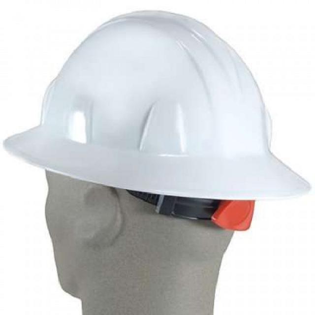 Nón bảo hộ giúp người lao động tránh được các tai nạn không đáng có