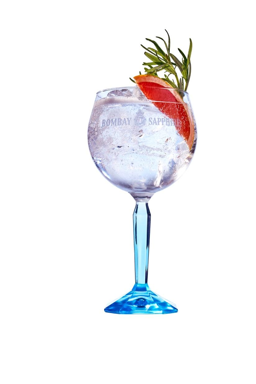 Immagine che contiene contenitore, vino, tavolo, vetro  Descrizione generata automaticamente
