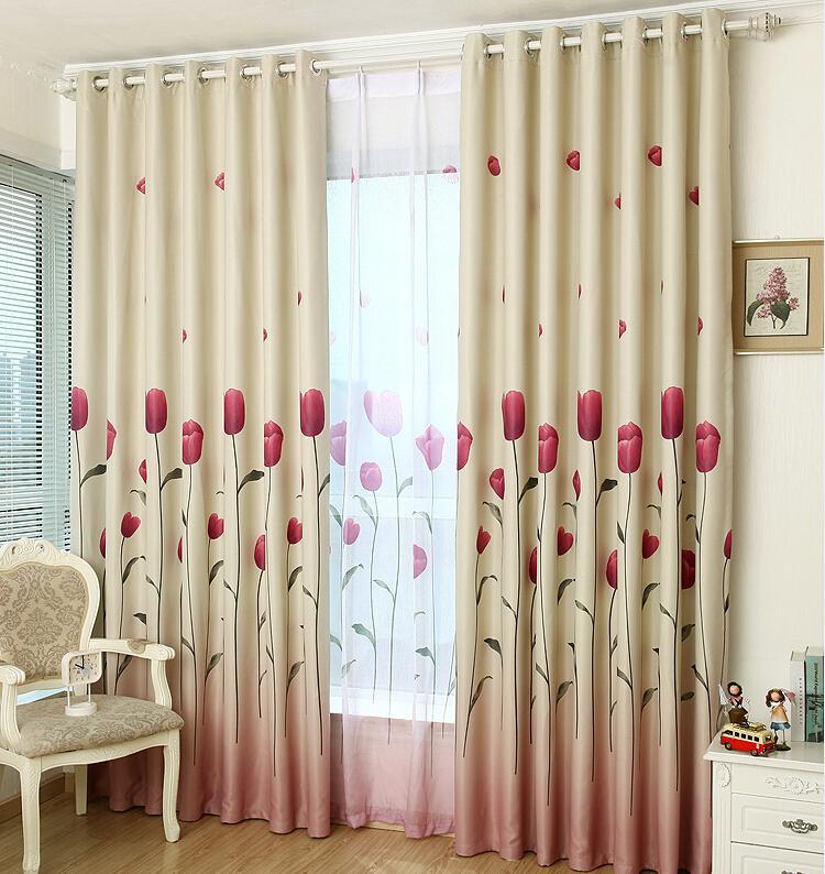 Rèm vải hoa văn thêu phù hợp để trang trí và chống nắng