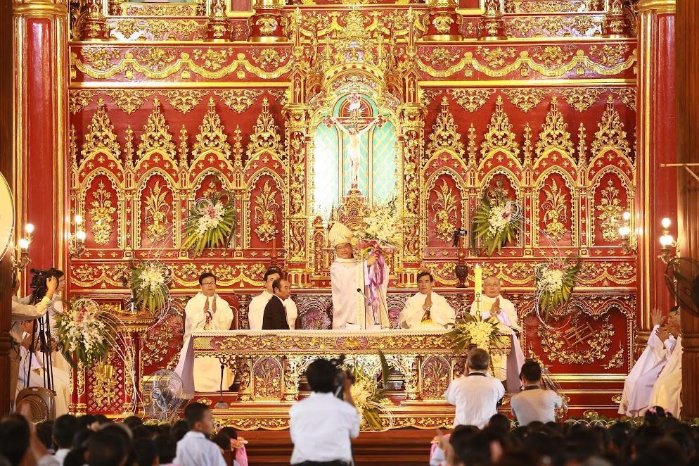 Thánh lễ cung hiến bàn thờ và làm phép
