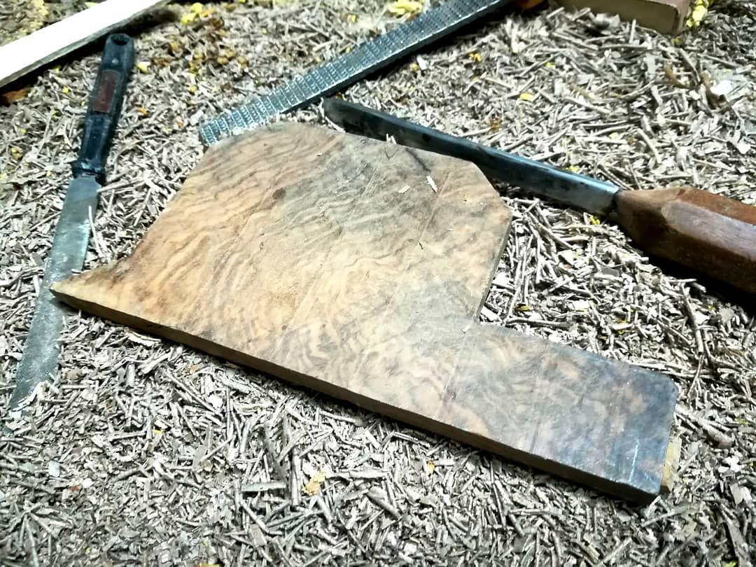 تیز کردن ابزار لیسه در ساخت تار و سهتار داوود پیشان سازنده