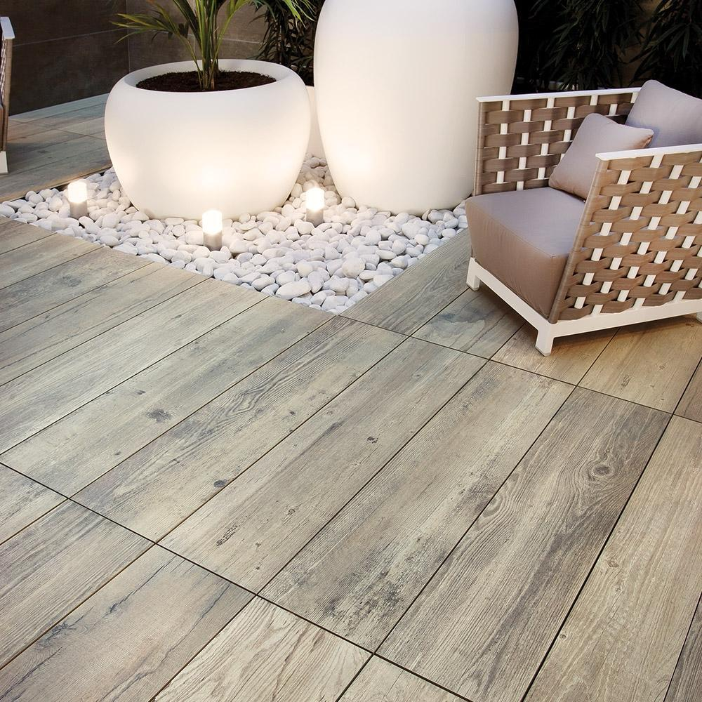 Wooden tiles for outdoor areas