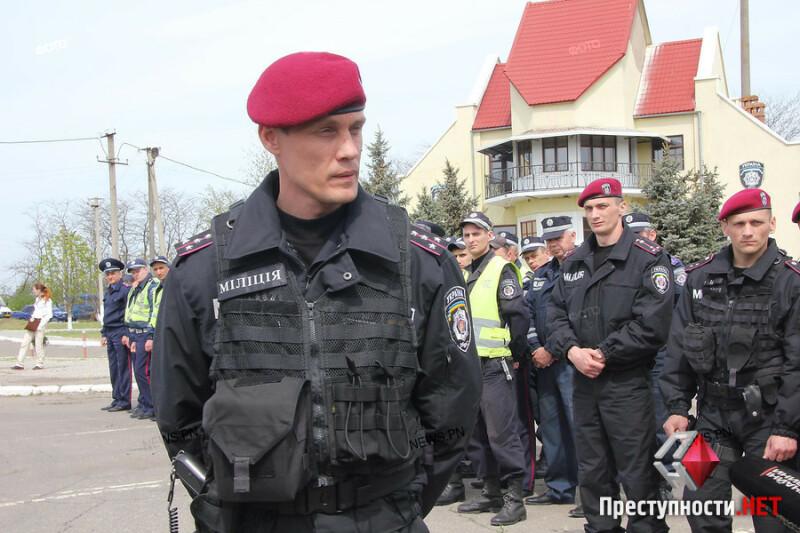 Дмитрий Анцупов во время учений на блокпосту, апрель 2014 года, Николаев.  Автор фото news.pn
