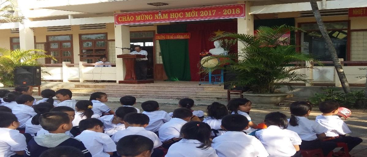 Đồng chí Phan Văn Mưu- Phó Bí thư đọc thư chủ tịch nước nhân dịp khai giảng năm học mới.