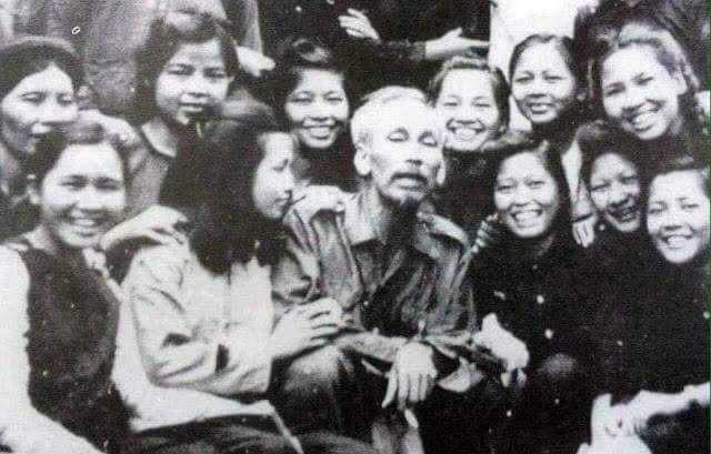 Hài hước câu hỏi Chủ tịch Hồ Chí Minh thường xuyên hỏi chị em phụ ...