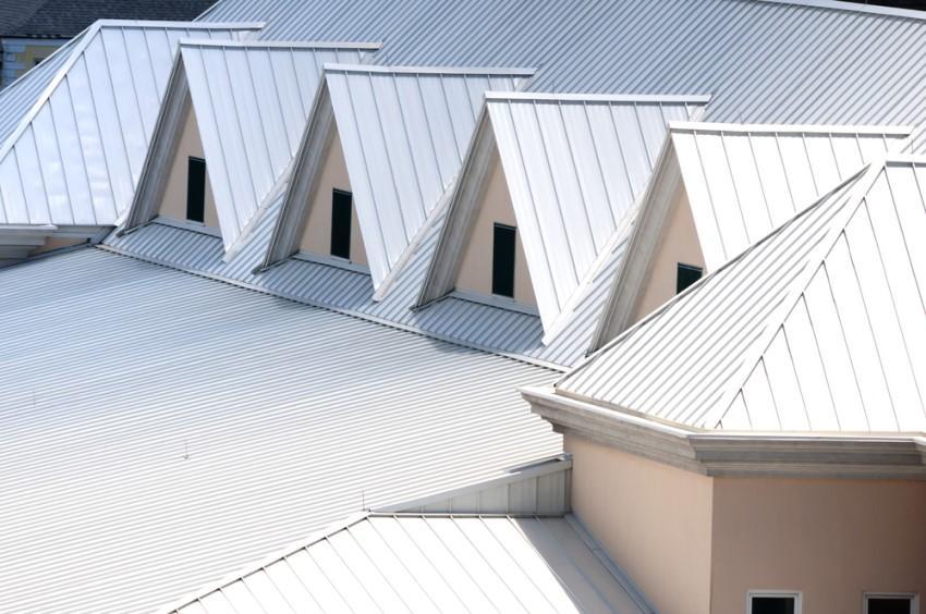 Tôn lợp mái chất lượng có bề mặt sáng bóng, dễ vệ sinh