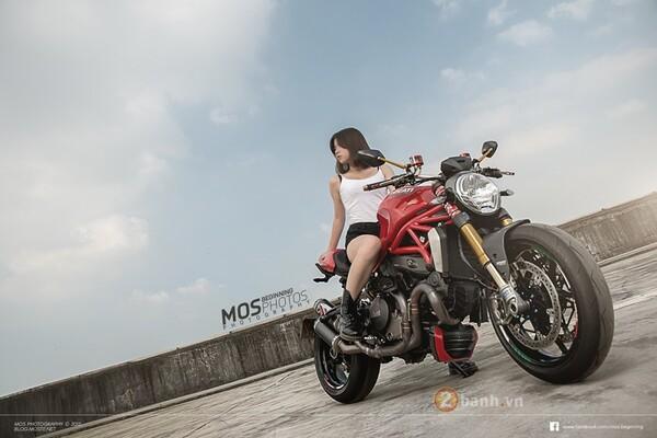 Ducati Monster 1200S độ chất lừ bên cạnh cô nàng cá tính 1