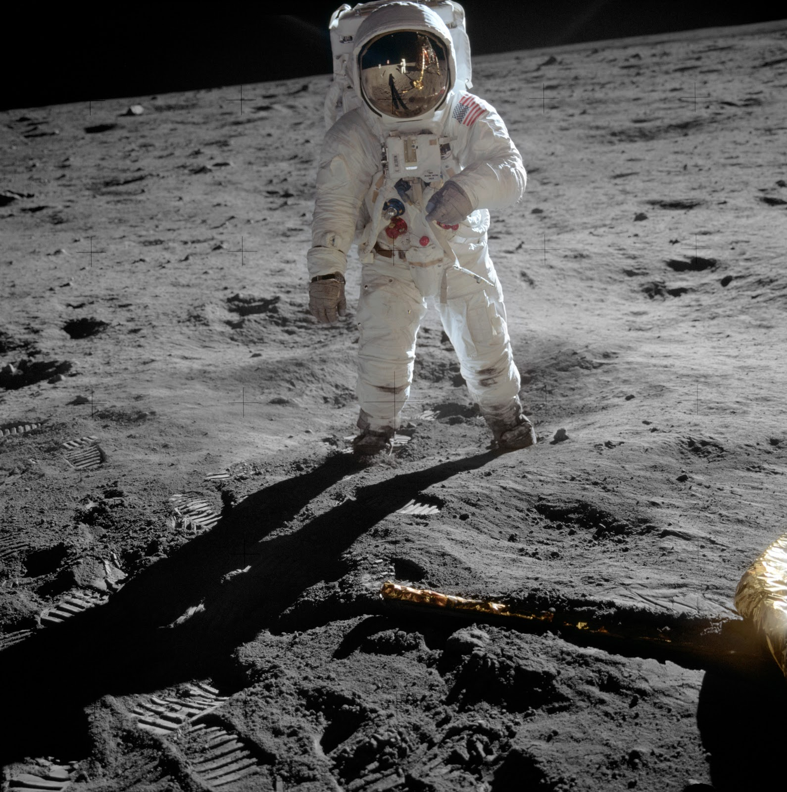 Aldrin_Apollo_11_original.jpg