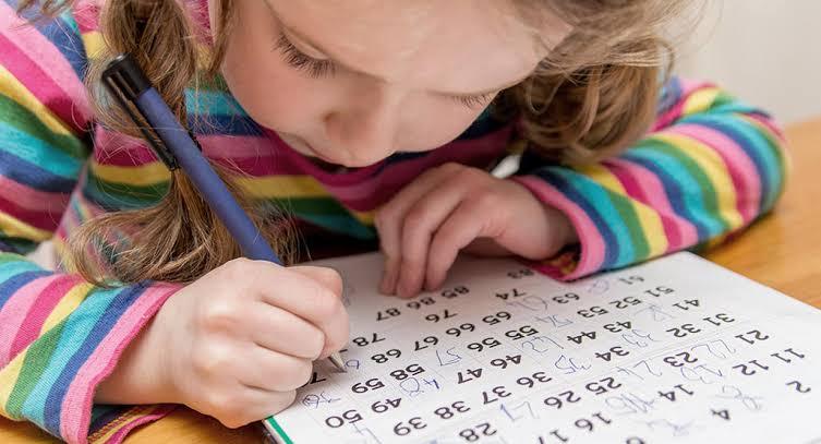 1. ฝึกให้ลูกรู้จักตัวเลขโดยเริ่มต้นจากการนับ 1