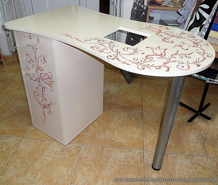 Столик с декоративной пленкой