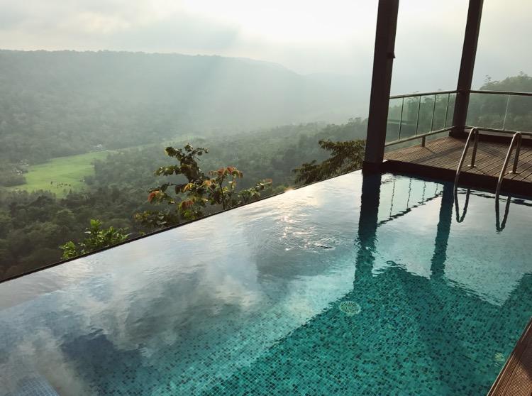 מלון מפנק במונאר, דרום הודו