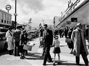 Vällingby Centrum 1957. Foto Lennart Af Petersens, bilden finns på Stadsmuseet.