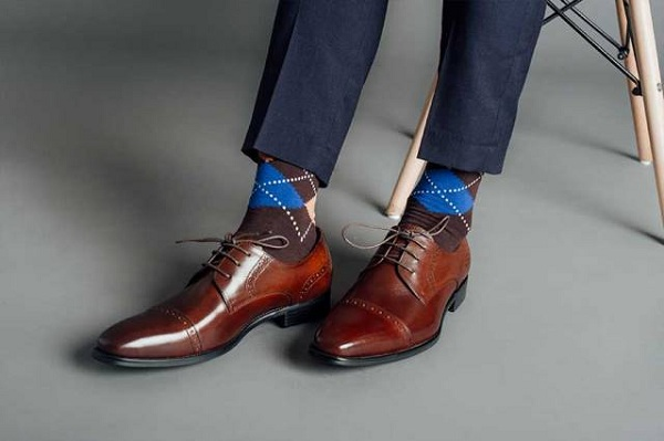 Cách chọn giày nam cho những anh chàng chân to.