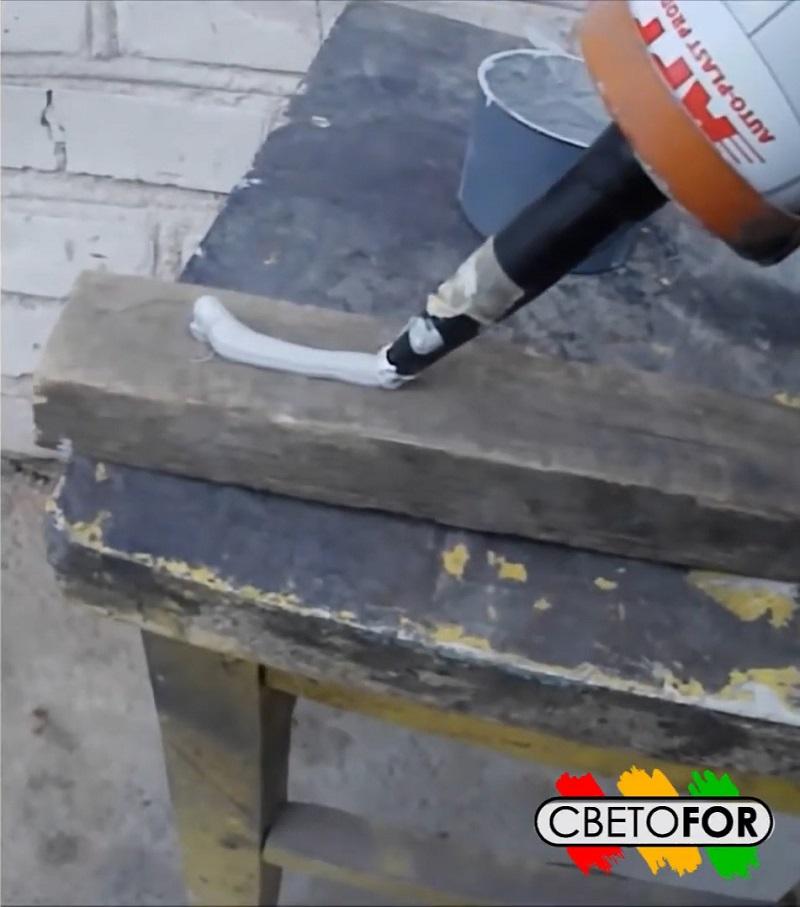 Нанесение герметика PU-50 на поверхность.