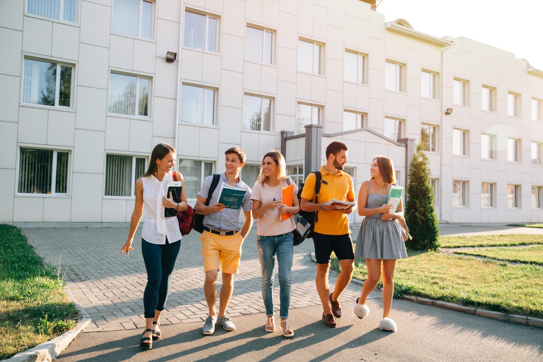 Você ganha muito mais liberdade na mudança entre escola e universidade, mas precisa saber lidar com ela (Imagem: Freepic Diller/Freepik)