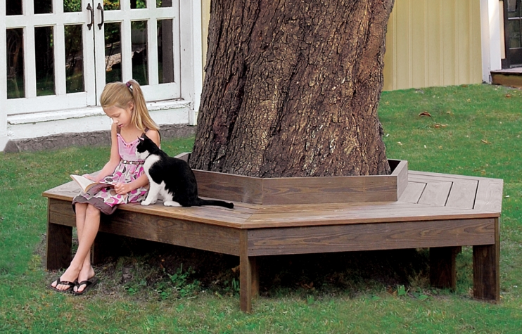 Wooden Tree Bench: These 25 Woodworking Projects For The Garden will help you transform your space.