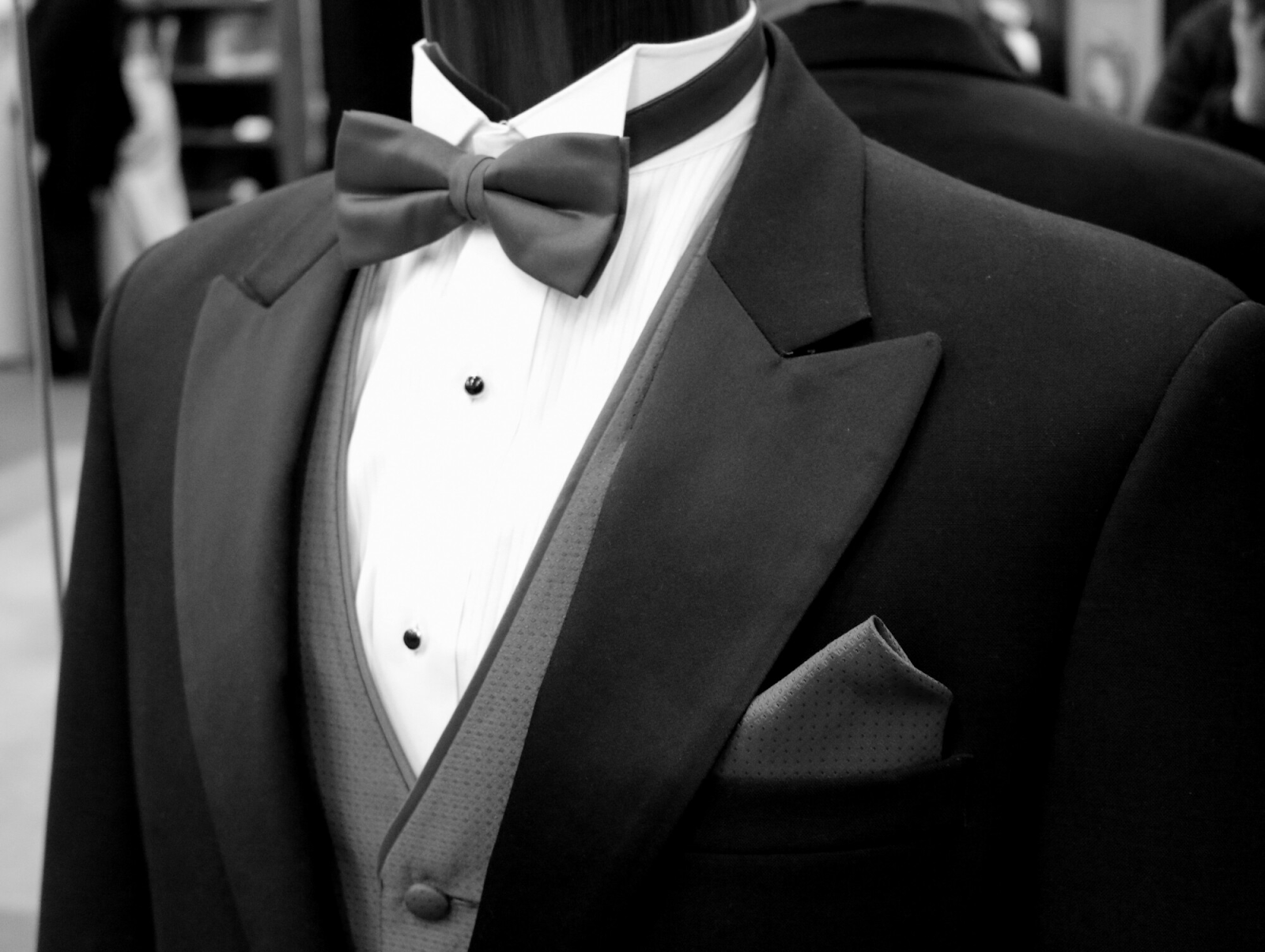 How to Choose the Perfect Wedding Tuxedo